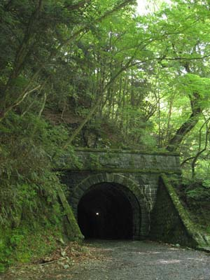 cトンネル.jpg